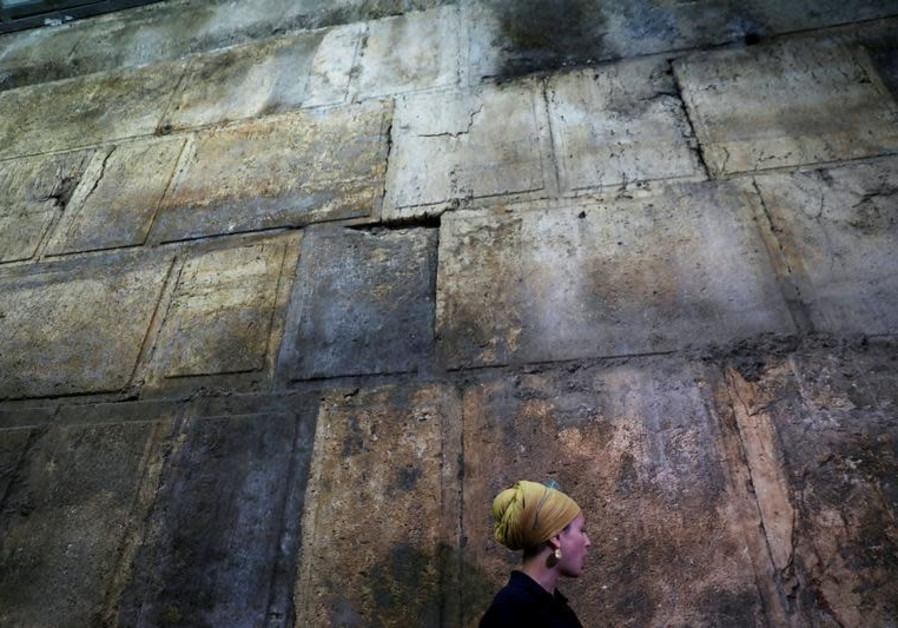Western Wall dig uncovers ancient Roman theater