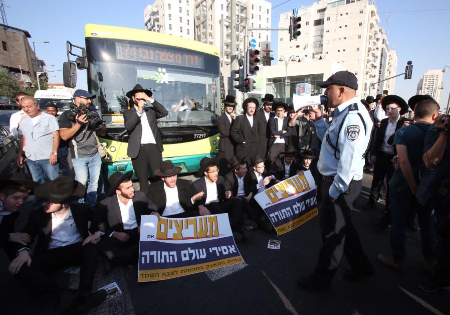 Anti-conscription riot in Bnei Brak, October 17, 2017. (Marc Israel Sellem/The Jerusalem Post)