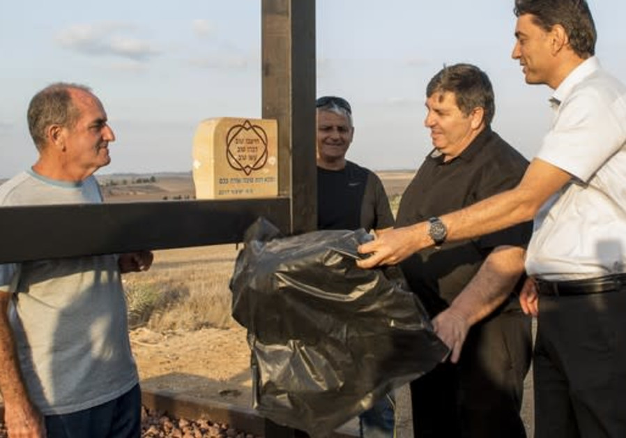 KKL-JNF chairman Danny Atar (2nd on the right) inaugurates the newly upgraded Nir Moshe community fo