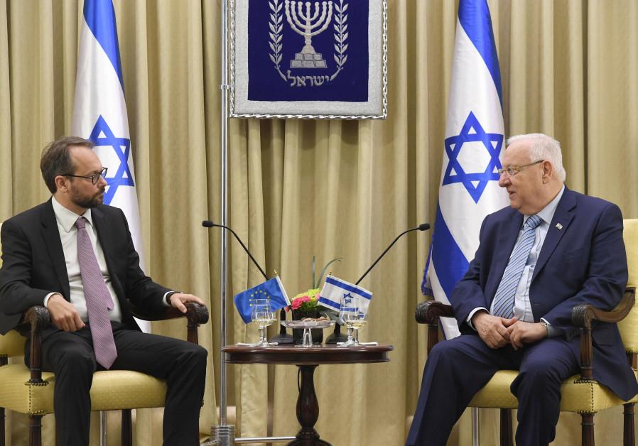 President Reuven Rivlin and European Union Ambassador Emanuele Giaufret, October 23, 2017. (President's Spoeksperson's Office)