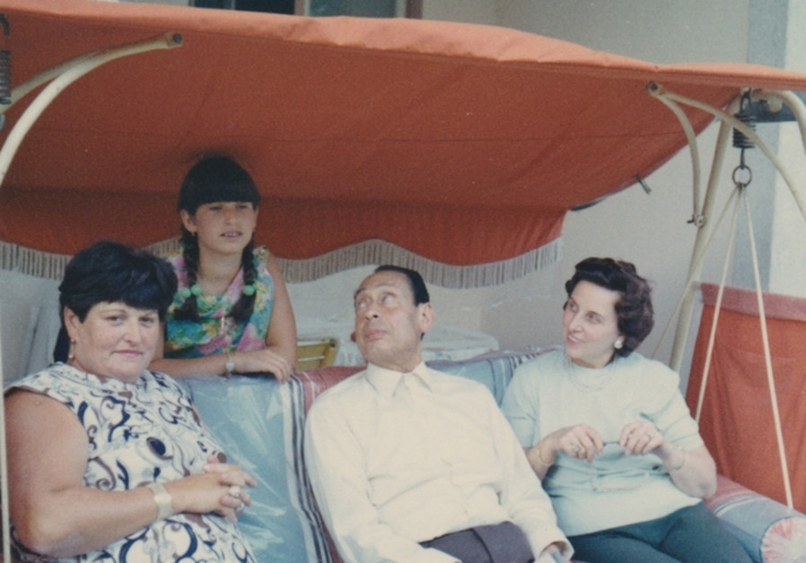 Anna Boros Gutman and daughter Carla visiting Dr. Mohamad Helmy and wife Emmi in Berlin, 1961