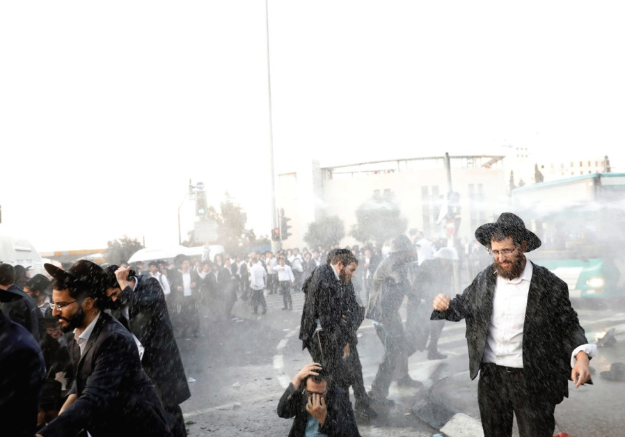 Haredi protestors shut down Jerusalem roads for the second week in a row