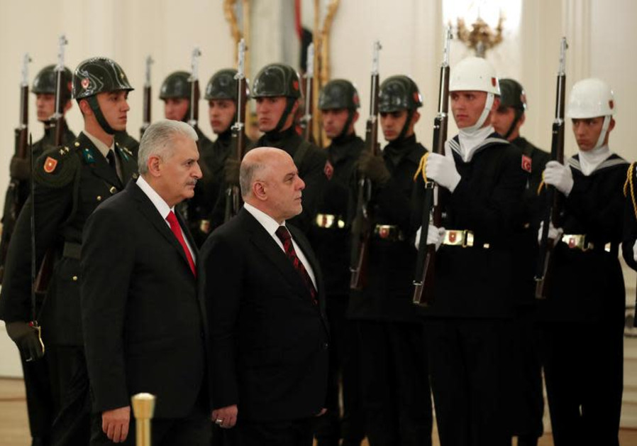 Turkish Prime Minister Binali Yildirim and his Iraqi counterpart Haider al-Abadi attend a welcoming ceremony in Ankara, Turkey, October 25, 2017. (REUTERS/Umit Bektas)