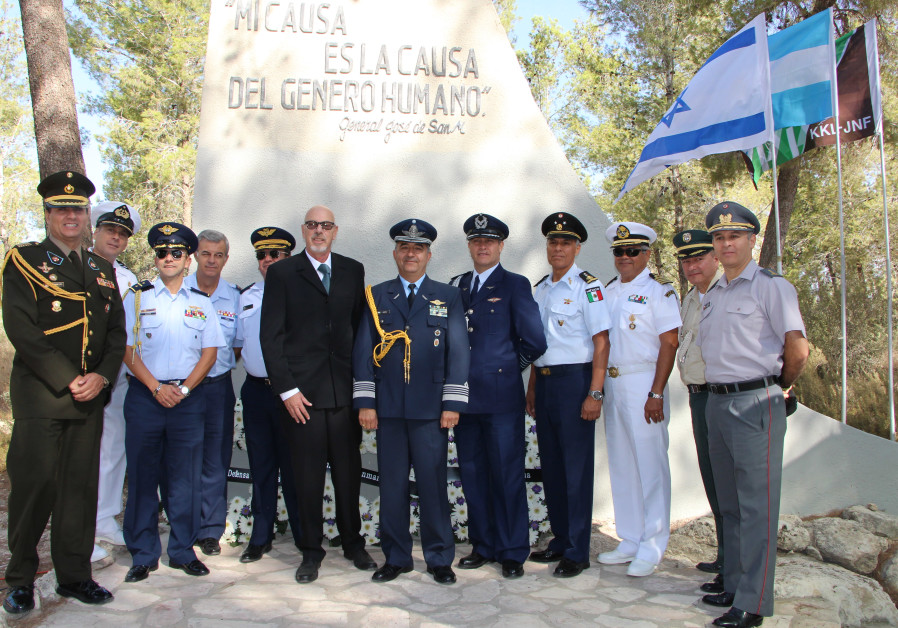 Representatives from the San Martin Institute and KKL-JNF hold a ceremony to honor General Jose de S