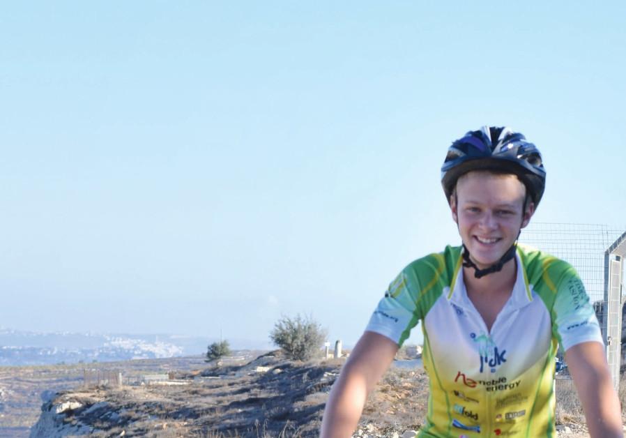 Sponsored cycler, Matan Saville.