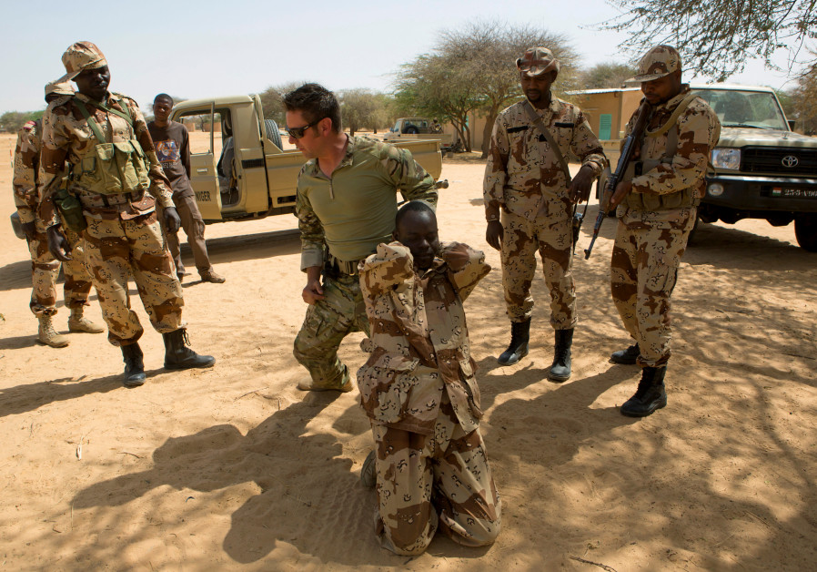 A US special forces soldier demonstrates how to detain a suspect in Diffa, Niger.
