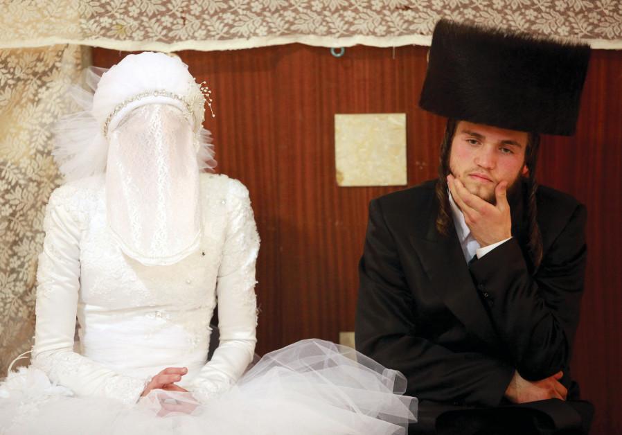 Enchaînées par les liens sacrés du mariage
