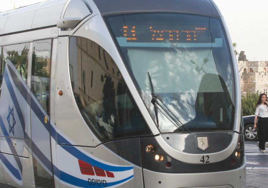 Foreign transit executives tour Jerusalem light rail – a signal of change?