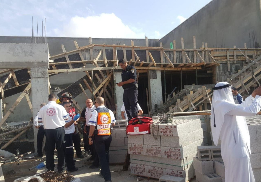 Roof of Beduin building under construction collapses injuring 6