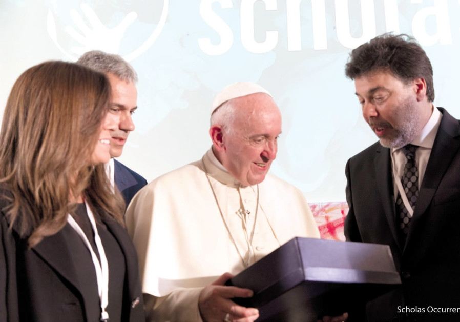 Memebers of Scholas Occurrentes and Pope Francis.
