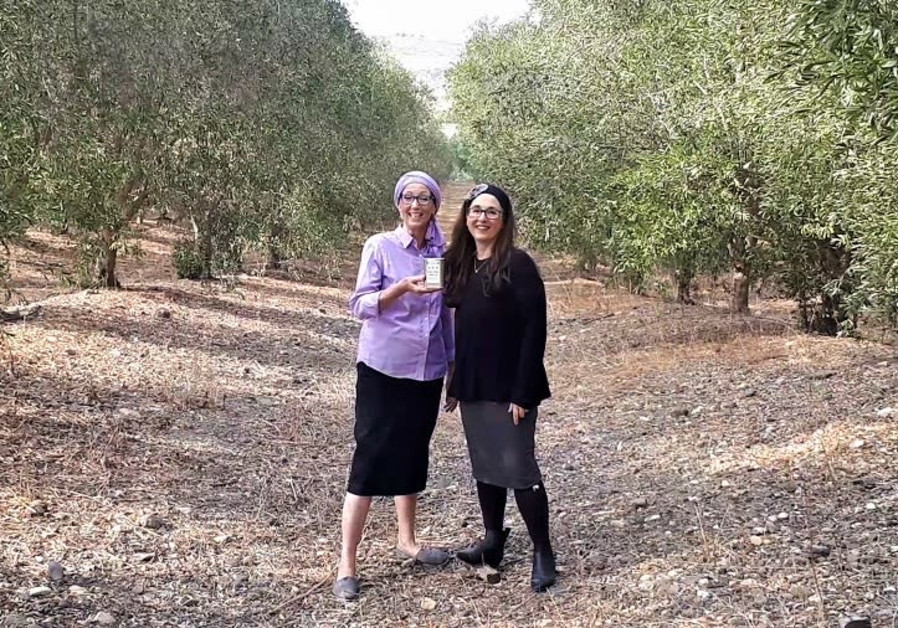 Chana Veffer (left) and Nili Abrahams in the orchards of Degania.