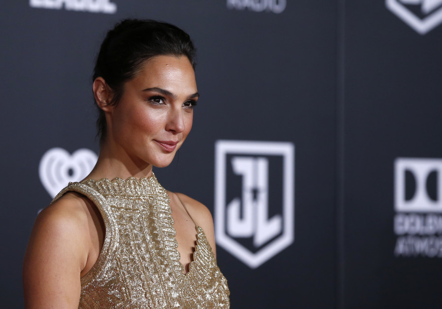 "Wonder Woman Gal Gadot poses at the premiere of ""Justice League"""