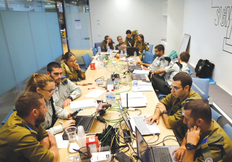 IDF SOLDIERS take part in a cyber security training course at the iNT Institute of Technology and In