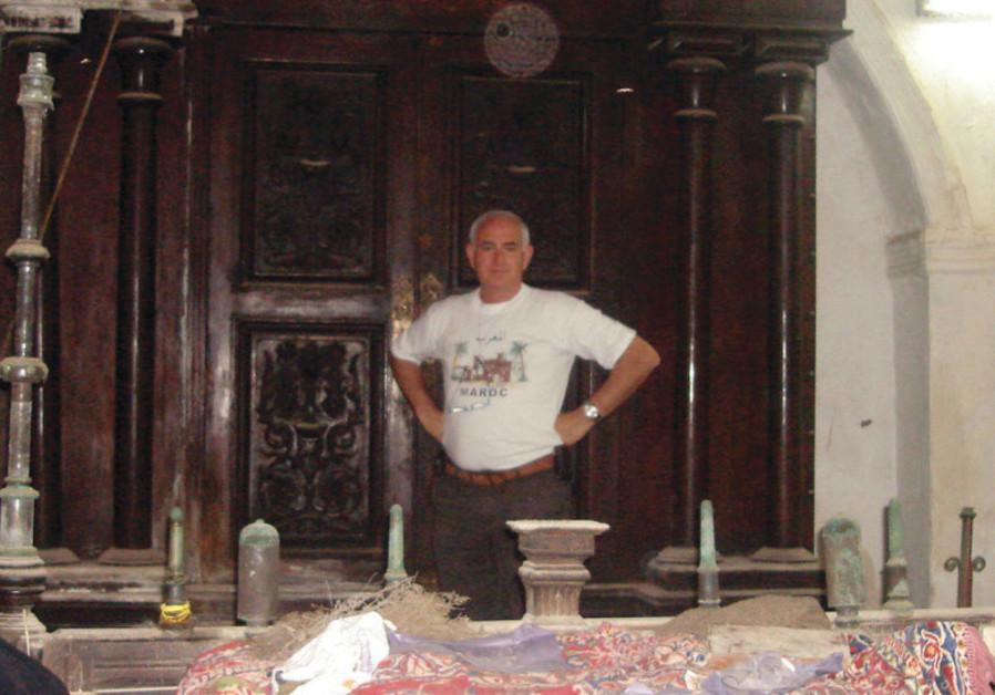 Sydney Corcos visits Mogador/Essaouira's synagogue