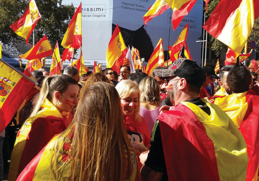 Unistas at a Barcelona pro-union street rally on October 29