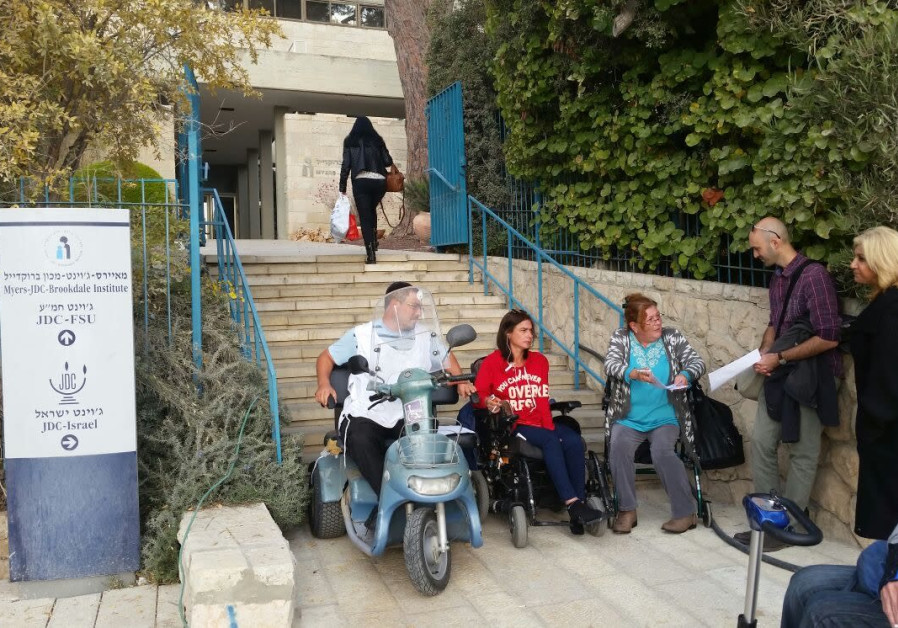 Israeli citizens with disabilities renew their protest to receive improved benefits.
