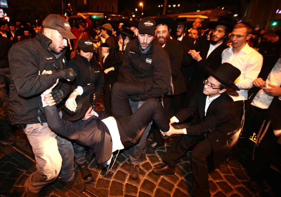 Extremist haredi men protest against jail sentences for draft dodgers.