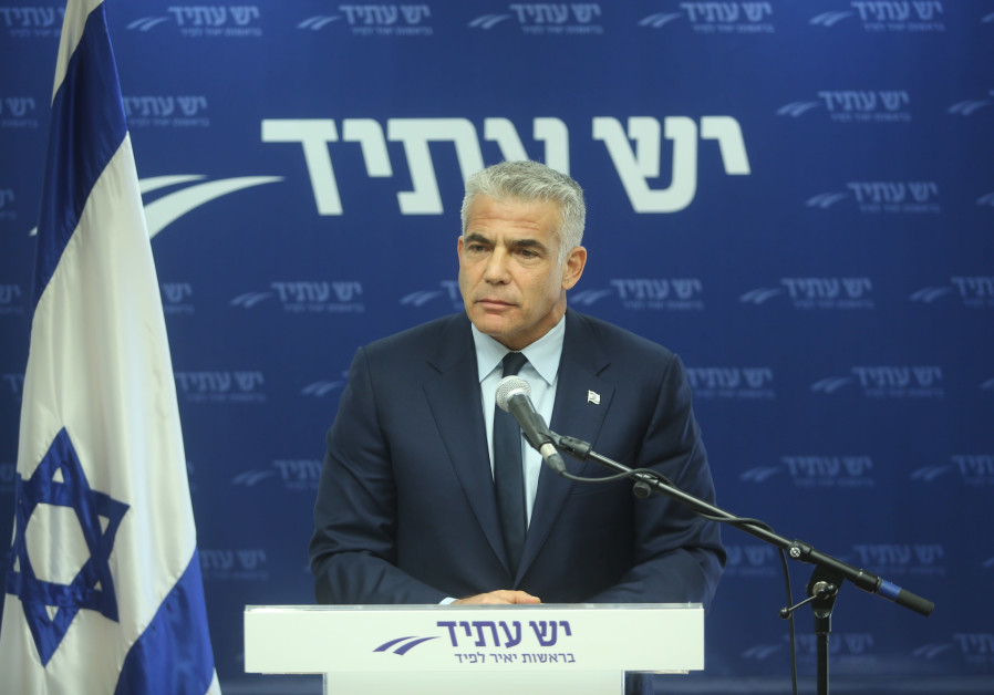 Yesh Atid Chairman Yair Lapid speaks at a press conference, November 2017