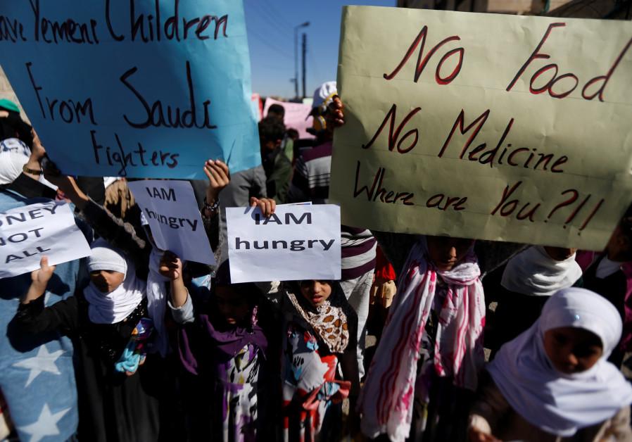 Yemeni children protest the Saudi-led coalition's blockade of their country, November 2017