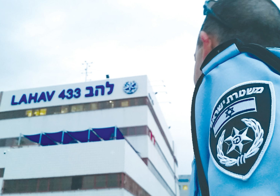 Police arrest Lahav 433 officer impostor