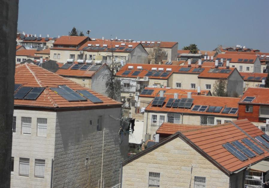 The Beit Yisrael neighborhood: Shopping into the night.