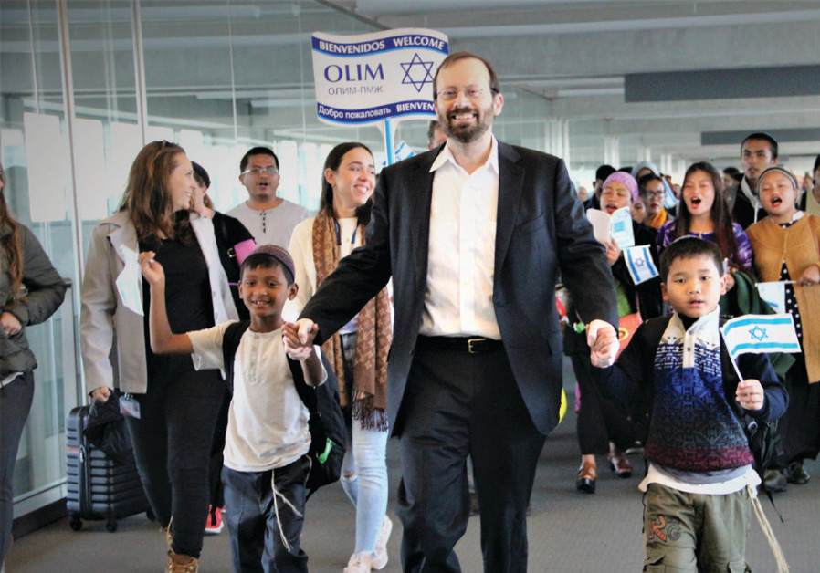 Michael Freund dances with Bnei Menashe new immigrants at Ben-Gurion Airport on November 16