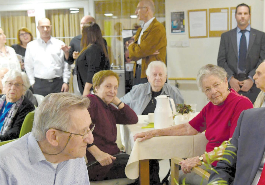 PRIME MINISTER Benjamin Netanyahu meets with residents of the Siegfried Moses Senior Residence in Je