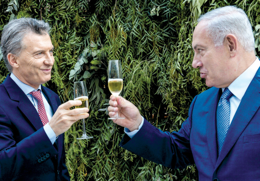 PRIME MINISTER Benjamin Netanyahu and Argentina's President Mauricio Macri make a toast during lunch