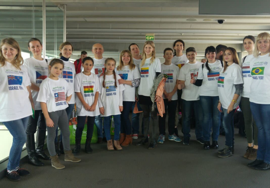 Immigrants arrived to Israel wearing t-shirts emblazoned with flags of the countries that voted in f