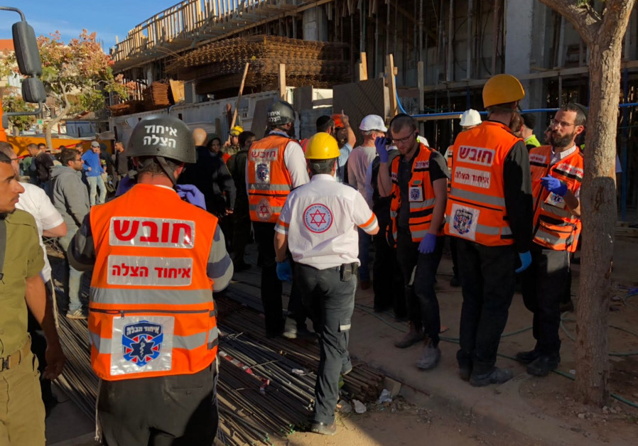 Building in Beitar Ilit collapses wounding 6