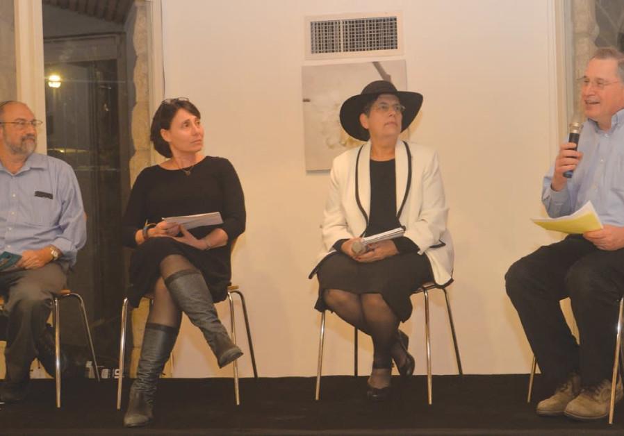 DR. MICHAEL GILLIS speaks as (from right) Dr. Beverly Gribetz, Hannah Schwartz and Rabbi Meir Ekstei