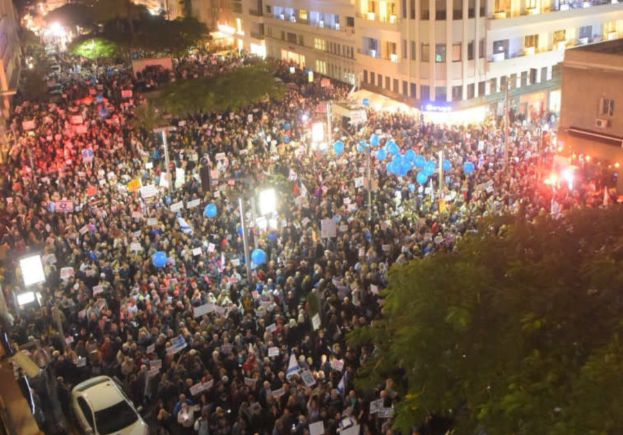 Thousands march against Israeli PM, graft