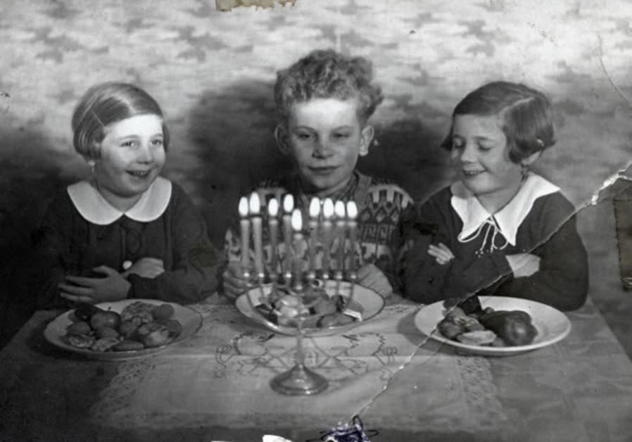 The Raifeld-Welner siblings celebrate Hanukka, 1936