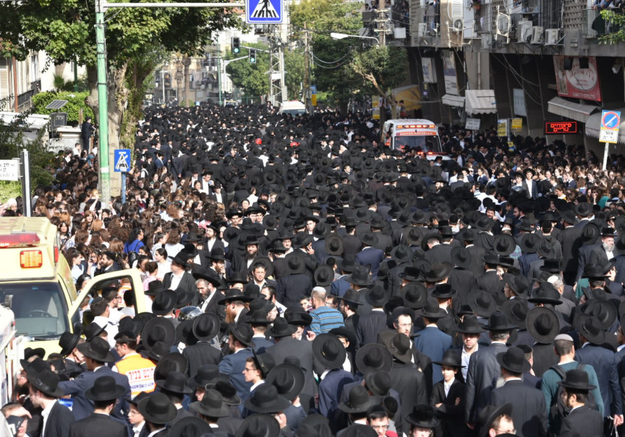 Haredim (ultra-Orthodox) walk through Bnei Brak during the funeral procession of Rabbi Aharon Leib Shteinman (Credit: Israel Police)