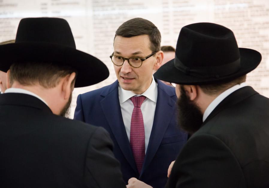 Polish government representatives celebrate Hanukka in parliament