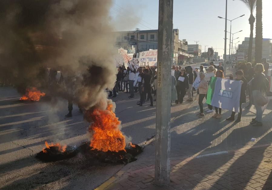 Teva Workers Hole Up In Factories Strike En Masse Solidarity