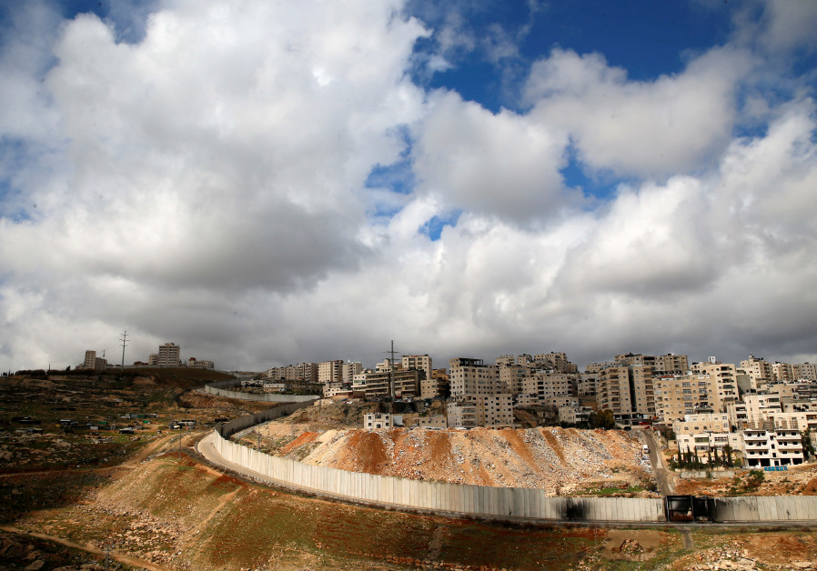 Poll: Under 50% of Palestinians, Israeli Jews support two-state solution