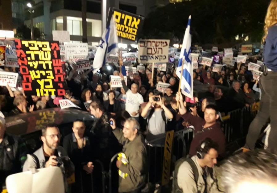 Tel Aviv protesters gain Hamas approval
