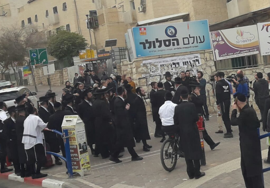 Orthodox Beit Shemesh: IDF Soldier Pelted With Stones In Beit Shemesh