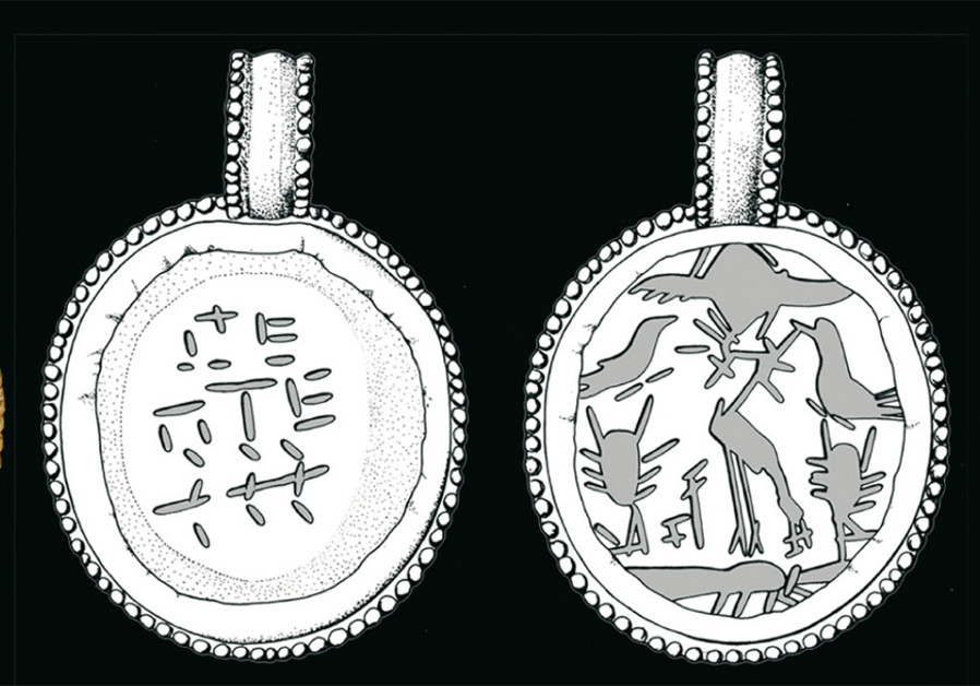 An anti-indigestion talisman (left) combined with pendants with various animals.