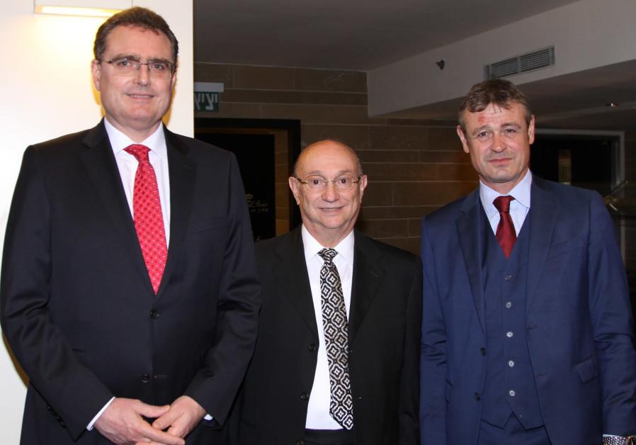 From left to right: Governor of the Swiss Bank Thomas J. Jordan, Gideon Hamburger and Swiss Ambassad