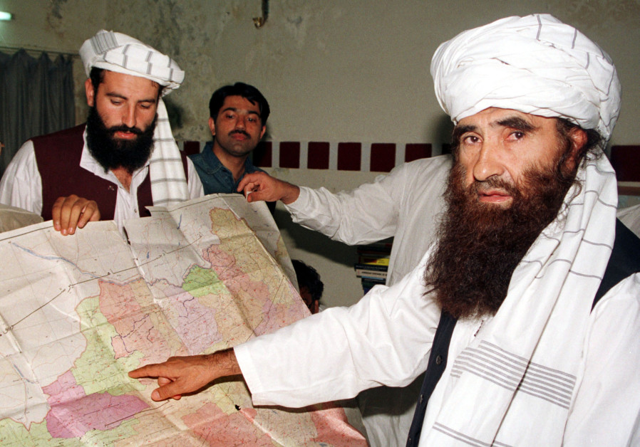 FILE PHOTO: Jalaluddin Haqqani points to a map of Afghanistan during a visit to Pakistan