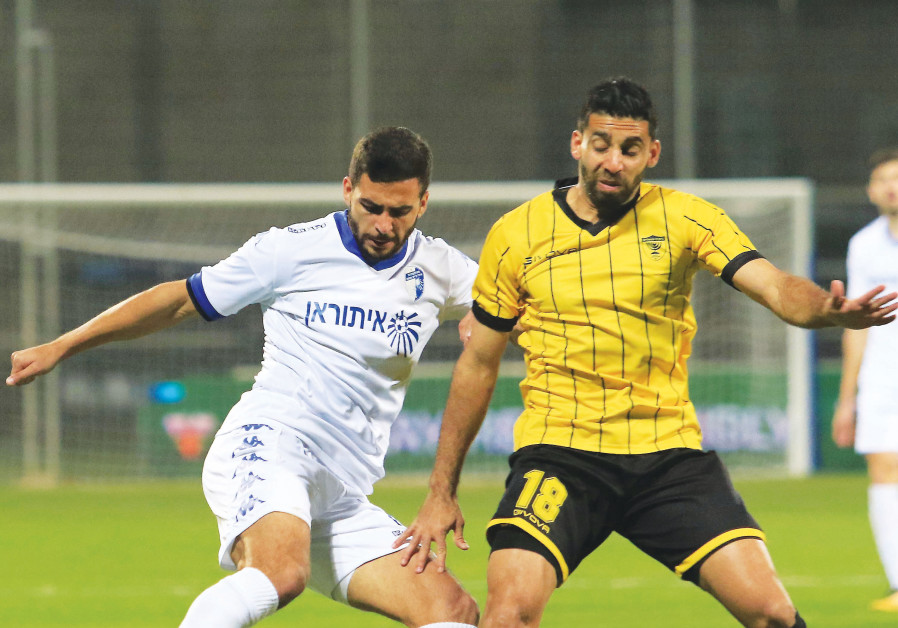 Beitar Jerusalem midfielder Hen Ezra (right) battles for the ball with Ahmed Abed.