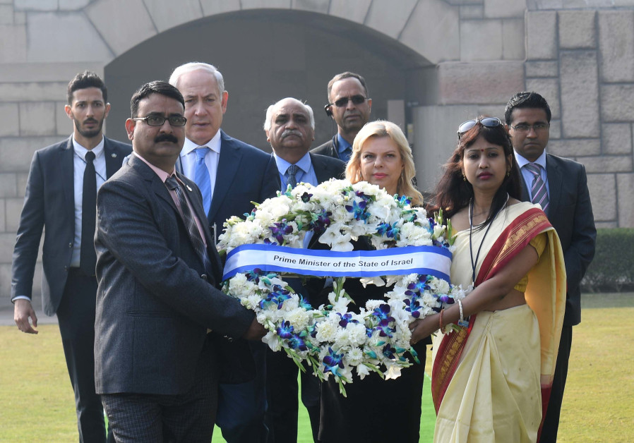 Israeli PM Netanyahu and Israeli First Lady present a reef for the memorial of Mahatma Gandhi.