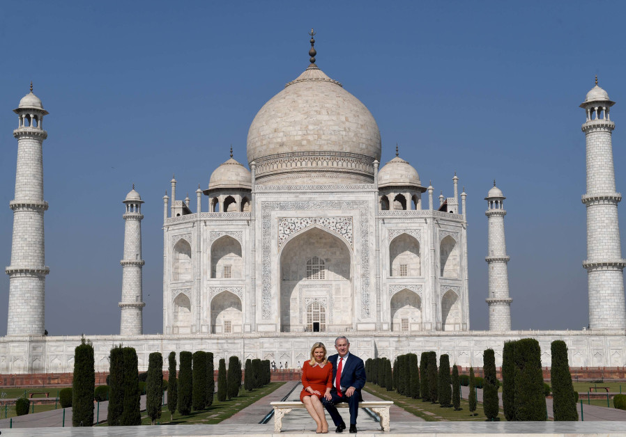 Prime Minister Benjamin Netanyahu and his wife Sara Netanyahu at the Taj Mahal, January 16, 2018.