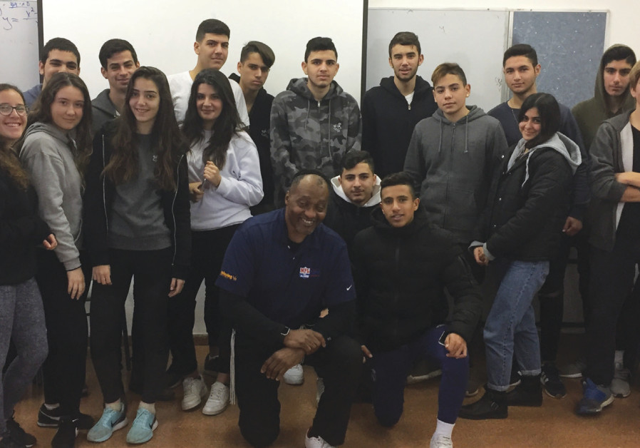 Murray with 10th and 11th graders at Dekel Vilnai High School in Ma'aleh Adumim.