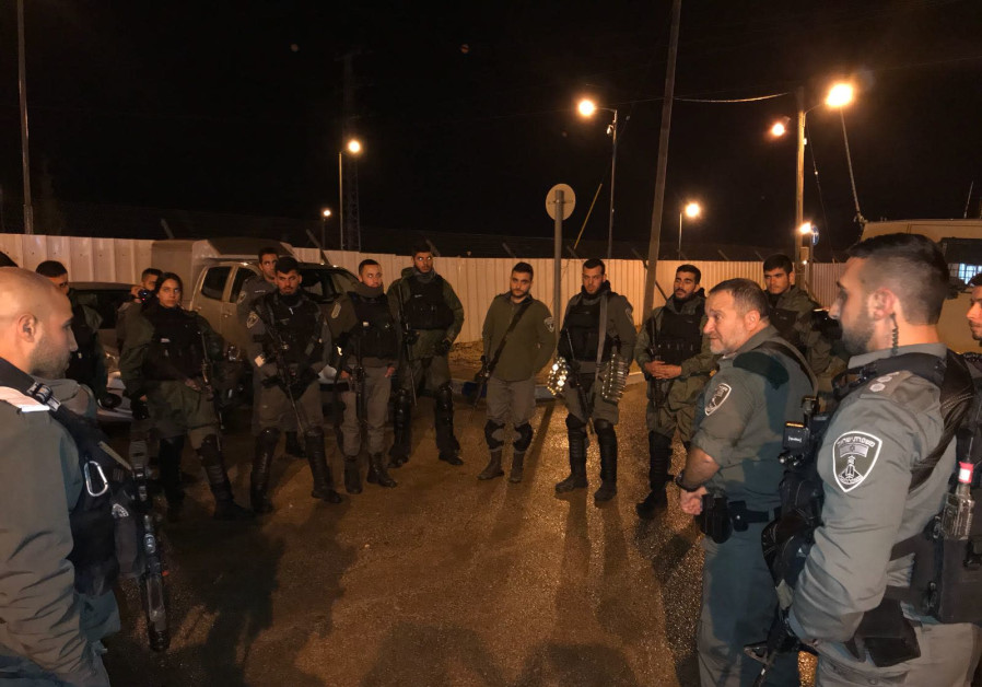 An Israeli border police commander meets with his troops before the operation in Jenin on January 17, 2018.  (Photo: Police spokesperson's unit)