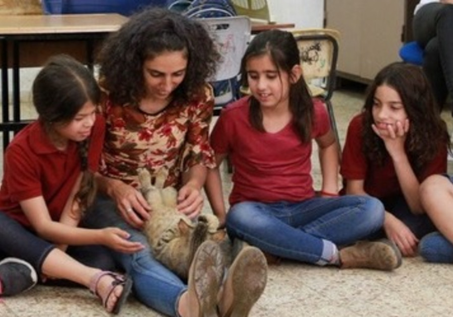 Arab-Israeli pupils participate in Hakol Chai's animal compassion program.