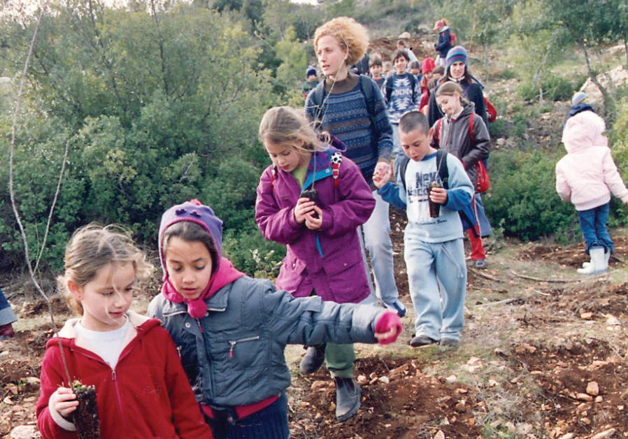 Children get close to the land on Tu Bishvat, 2005