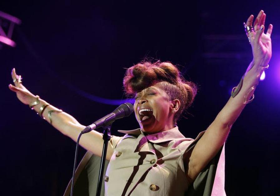 U.S. singer Erykah Badu performs during the Nice Jazz Festival July 8, 2012.